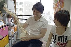 最後に骨格、神経、など痛み、の原因を説明する横浜ホーム整体HappyStile